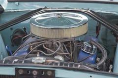 1967年水色Ford Mustang引擎 免版税库存图片