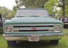 1968年Chevy卡车水色蓝色正面图 库存照片