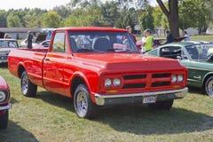 1972个红色GMC卡车 库存图片