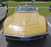 1972年Chevrolet Corvette黄貂鱼正面图 库存图片