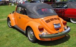 1976 Orangen-Volkswagen-Käfer Lizenzfreies Stockbild
