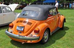 1976 Orangen-Volkswagen-Käfer Stockbilder