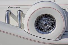 关闭1989年Excalibur汽车白色 免版税库存照片