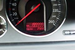 199999km bilinstrumentbräda Arkivfoton