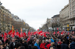 19F - le maire syndicats organisent la protestation massive dans le bar Image stock