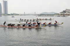 1Malaysia International Dragon Boat Festival 2010. PUTRAJAYA, MALAYSIA - JUNE 19 : International participant is seen rowing in their boats during the 1Malaysia Royalty Free Stock Photos