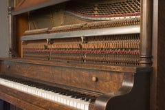 1s 8079挺直的钢琴 库存照片