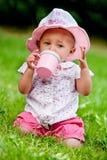 1st behandla som ett barn att dricka för födelsedag Fotografering för Bildbyråer