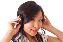 2个亚洲人女孩耳机 库存图片