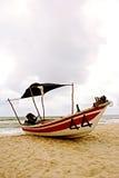 2个亚洲人小船捕鱼 免版税库存照片