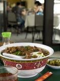 2个亚洲人牛肉碗面条 免版税库存图片