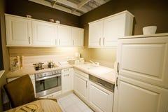 2个厨房现代新的缩放比例 库存照片
