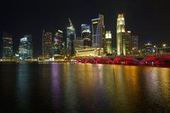 2个城市晚上新加坡地平线 库存图片