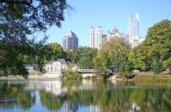 2个城市湖 免版税库存照片