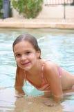 2个女孩游泳池边 图库摄影