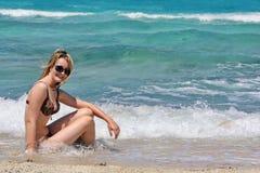 2个宝贝海滩 库存图片