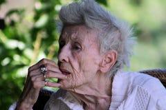 2个年长的人夫人 免版税库存图片