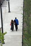 2个恋人漫步 免版税库存照片