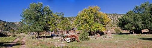 2个房子全景石头 免版税库存图片