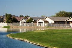 2个房子池塘 库存照片