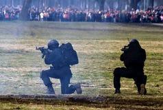 2个活动武装的塞尔维亚人特殊 免版税库存照片