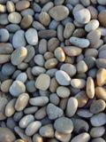 2个海滩夜间小卵石 免版税库存照片