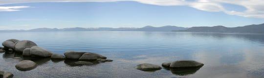 2个湖山全景 免版税库存图片