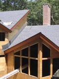 2个烟囱线路屋顶 免版税库存照片