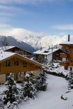 2个瑞士山中的牧人小屋瑞士 库存照片