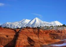 2个红色岩石雪 免版税图库摄影