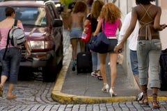 2个组旅游年轻人 免版税库存照片