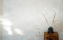 2个背景香火 免版税库存照片