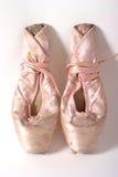2个芭蕾老拖鞋 库存图片