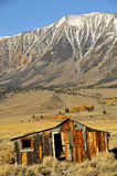 2个被放弃的山麓小丘房子 免版税图库摄影