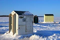2个钓鱼的小屋冰 库存照片