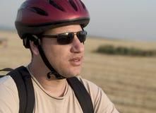 2个骑自行车的人纵向 免版税库存图片