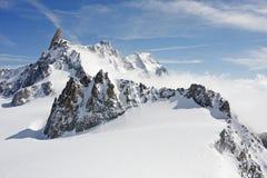 2个高山巨人峰顶s牙 库存照片
