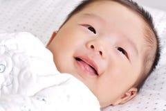 2个婴孩微笑 库存图片