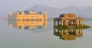 2个jal mahal宫殿拉贾斯坦水 库存图片
