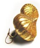 2件圣诞节金黄装饰品 免版税图库摄影