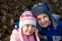 2儿童纵向冬天 免版税图库摄影