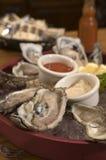2只新鲜的牡蛎 免版税图库摄影