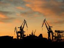 2台起重机造船厂 免版税库存照片