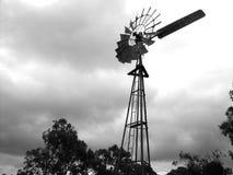2台风车酿酒厂 库存图片