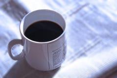 2咖啡早晨新闻 免版税库存照片