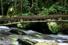 2在流的桥梁 库存照片