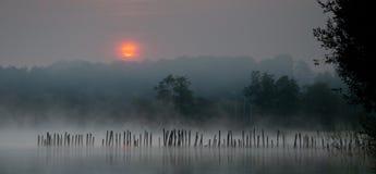 2在sanguinet日出的湖 库存照片