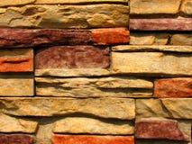 2块砖模式石墙 免版税库存图片