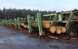 2处理木头的线路 免版税库存图片