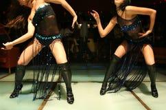 2家俱乐部舞蹈女孩晚上 库存照片